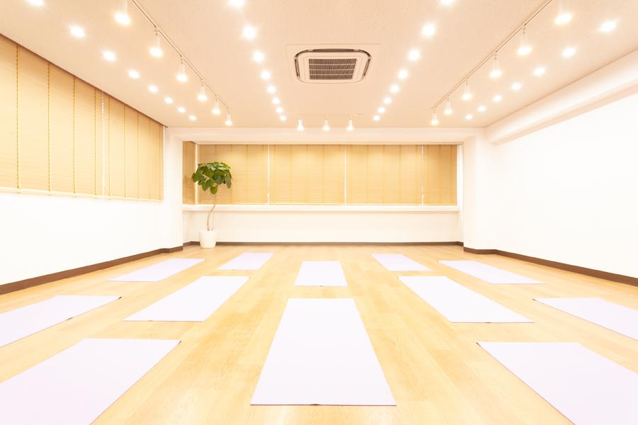 yoga-studio-MAKOTO_スタジオ内観2